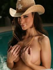 alluringvixens-laura-bikinicowgirl-004