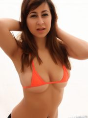 alluringvixens-arianna-barelycovered-010