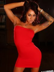 alluringvixens-venessa-blackandred-004