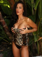 alluringvixens-laura-jungle_babe-05