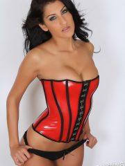 alluringvixens-anne-corset_cleavage-03