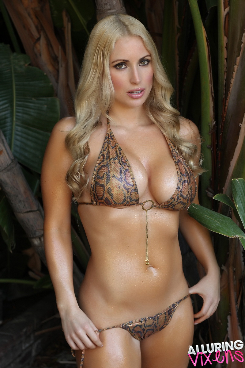 alluringvixens-deanna-welcome_to_the_jungle-002