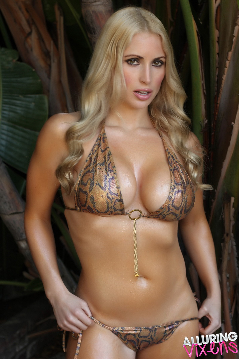alluringvixens-deanna-welcome_to_the_jungle-003