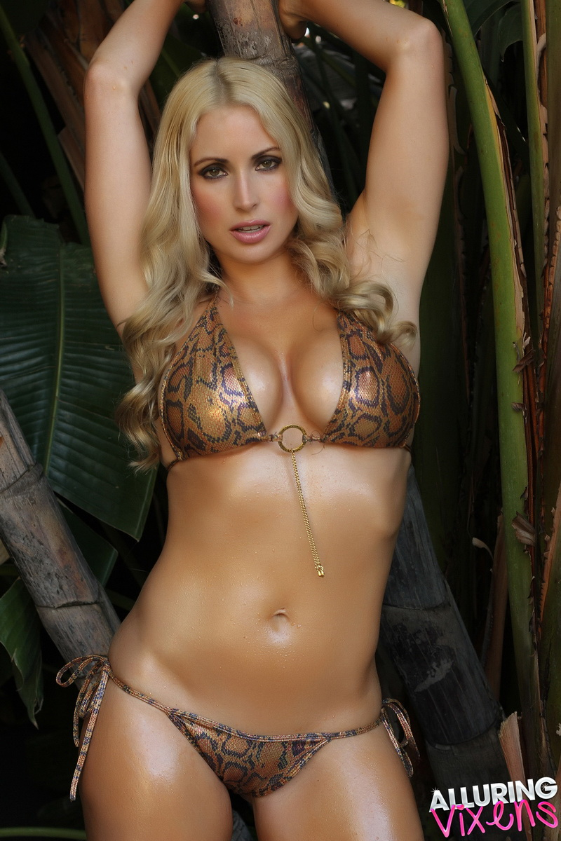 alluringvixens-deanna-welcome_to_the_jungle-004