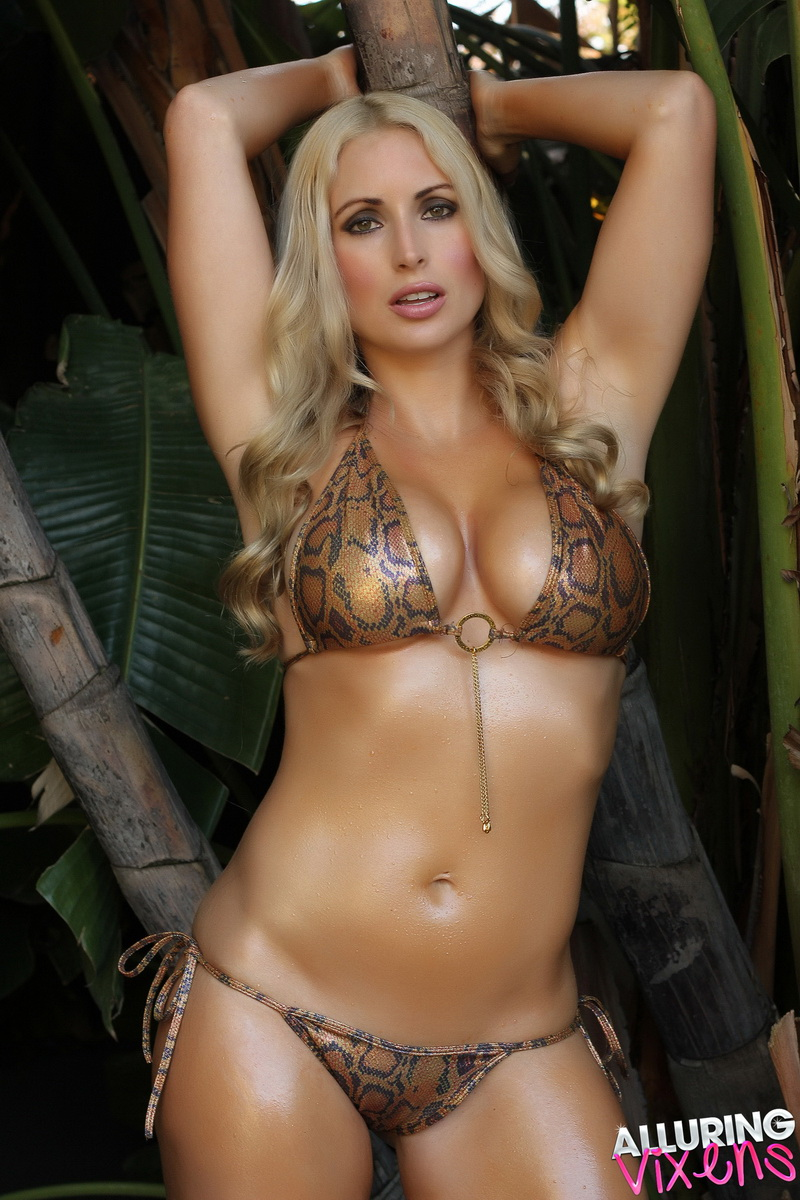 alluringvixens-deanna-welcome_to_the_jungle-005