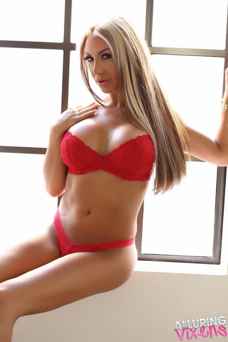 alluringvixens-kimmy-a_lil_red_lace-001